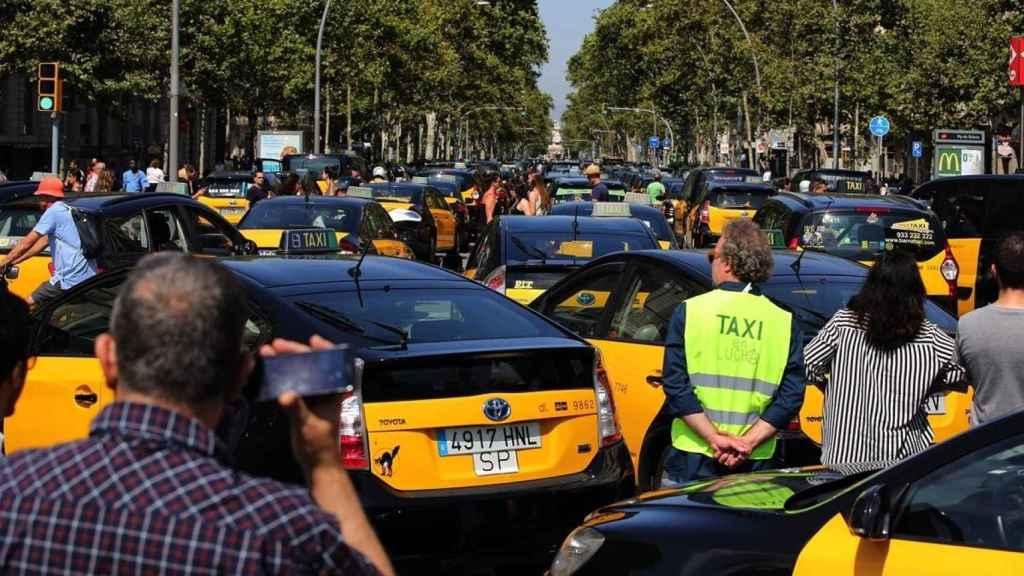 Diez claves para entender el 15M del Taxi contra Uber y Cabify