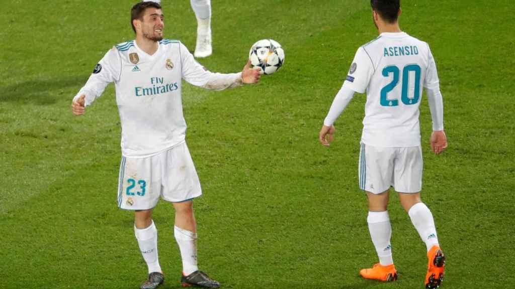 Kovacic, junto a Marco Asensio, en un partido del Real Madrid