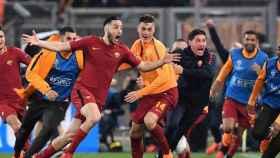 Manolas, celebrando junto a sus compañero, un gol ante el Barcelona. Foto: EFE