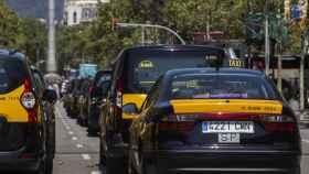 Taxis parados obstaculizando el tráfico en Paseo de Gracia durante la huelga del pasado mes de julio.