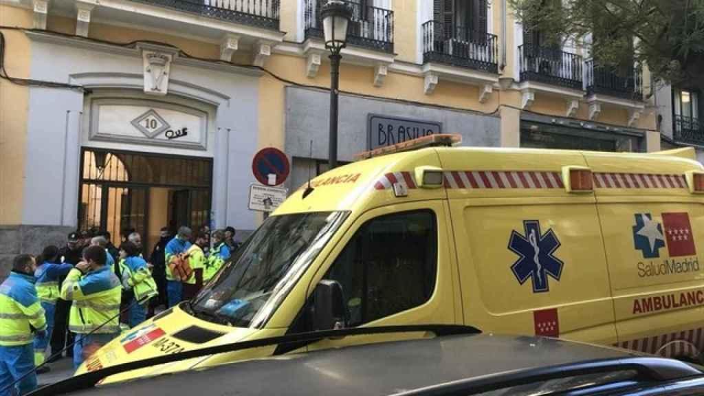 Las ambulancias recogiendo a jóvenes que supuestamente habían consumido 2CB en Madrid