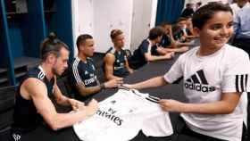 Sesión de autógrafos del Real Madrid