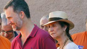 La infanta Elena y el rey Felipe en Palma.