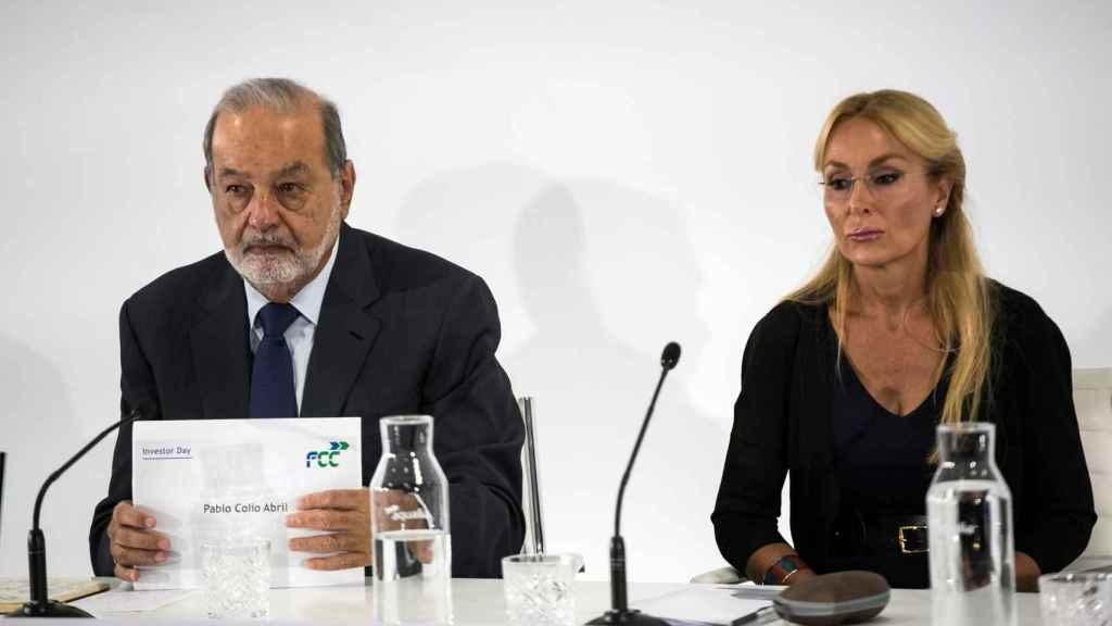 El empresario mexicano Carlos Slim, acompañado de Esther Alcocer Koplowitz, presidenta del Grupo FCC.