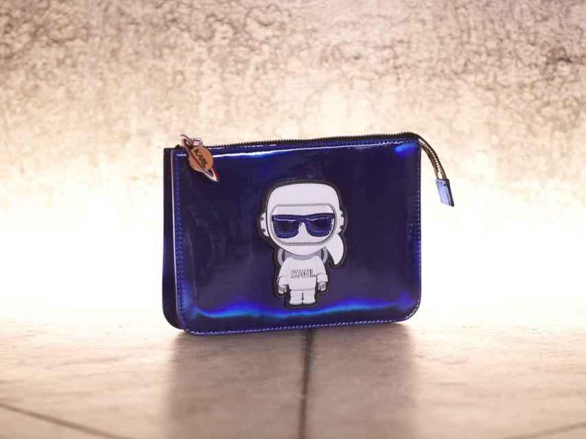 Bolso de la colección 'Karl in Space' de Karl Lagerfeld.
