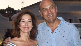 Ana Rosa Quintana y su marido Juan Muñoz en imagen de archivo.