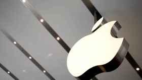 Logotipo de Apple en una tienda de la compañía en Tokyo.