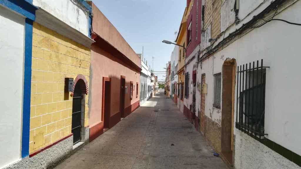 La vivienda de Paqui García está ubicada en esta calle de El Puerto de Santa María (Cádiz), de donde ella procede.