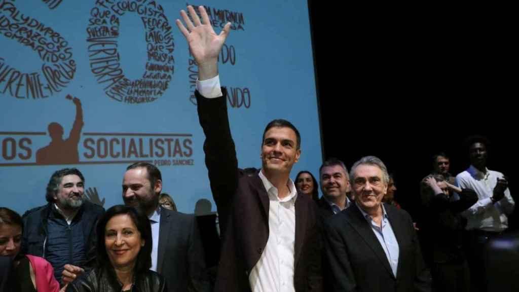 Margarita Robles, Pedro Sánchez y Manuel Escudero, en la presentación de las propuestas del candidato socialista de cara al Congreso del PSOE. Robles es ahora ministra de Defensa y Escudero está en la OCDE.