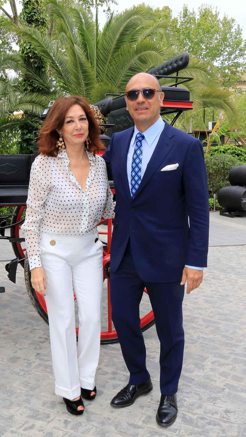 Ana Rosa Quintana junto a su marido.