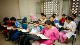 Chicos aprendiendo religión islámica.