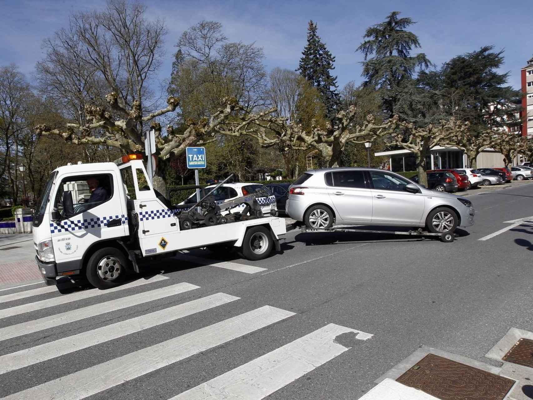 La grúa se ha llevado el coche: el precio de las multas, ciudad a ciudad