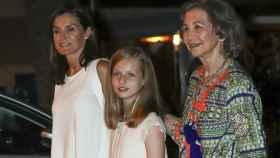 La emérita Sofía, la reina Letizia y la princesa Leonor.