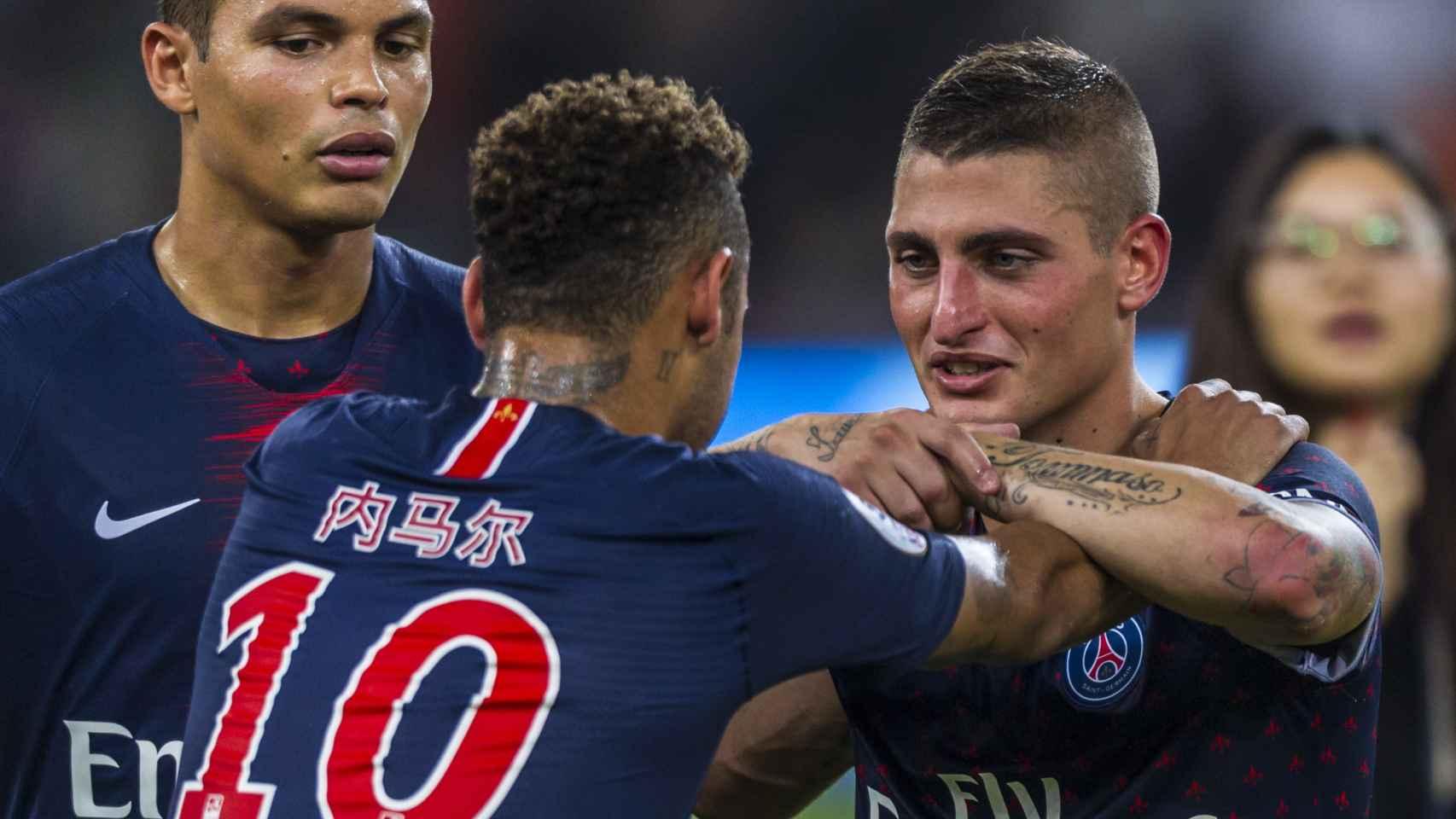 Neymar, junto a Verratti, celebran el último triunfo del PSG en la supercopa.
