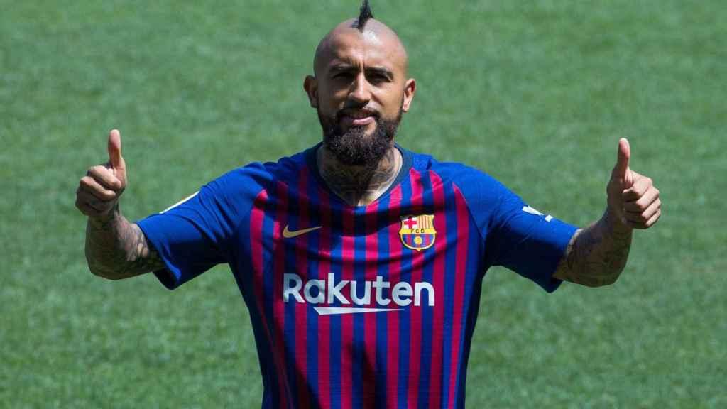 Arturo Vidal, presentado con el FC Barcelona