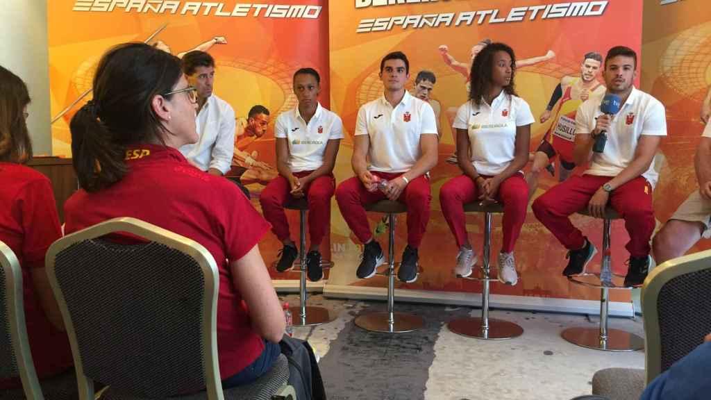 Ruth Beitia, en primera fila, asiste a la rueda de prensa del equipo español en Berlín.