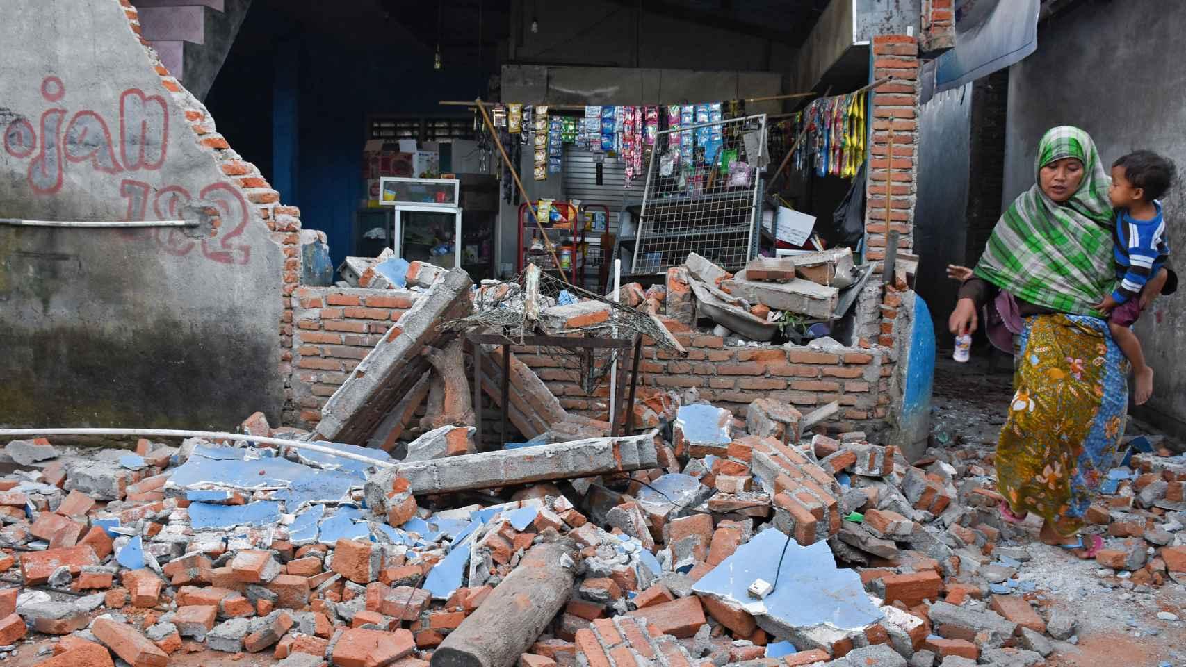 La embajada de España en Indonesia desaconseja a los ciudadanos españoles desplazarse en los próximos días a Lombok y a las tres islas Gili.