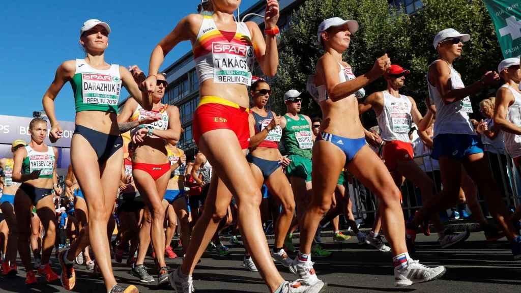 Takacs, en los primeros metros de los 50 kms marcha en Berlín.