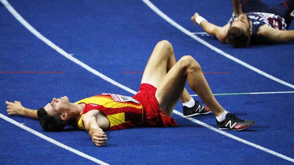 Mechaal, agotado sobre el tartán del Olympiastadion tras quedar cuarto en la final de 10.00 metros.