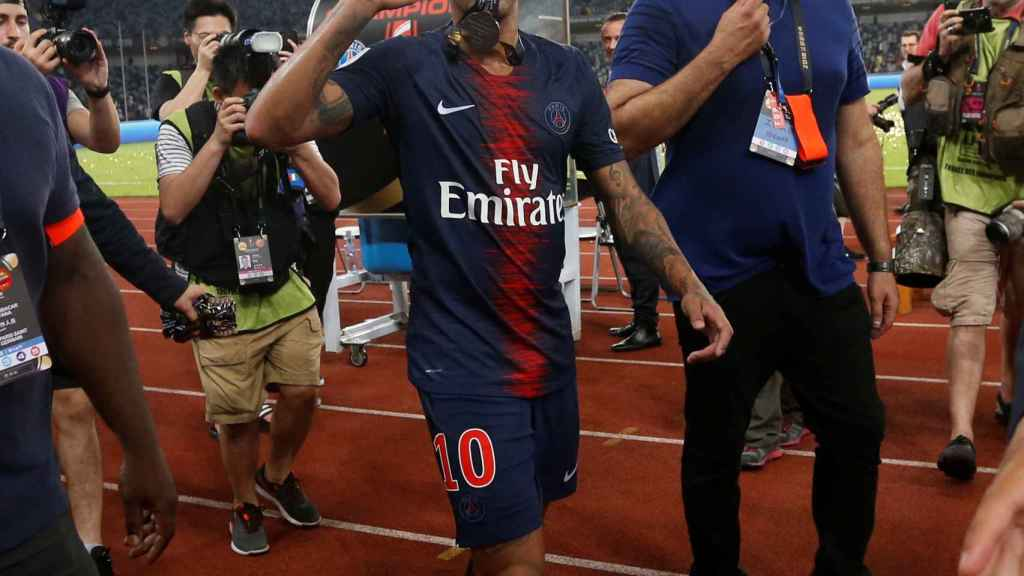 Neymar celebra la Supercopa de Francia.