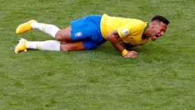Neymar se duele durante el Mundial de Rusia.