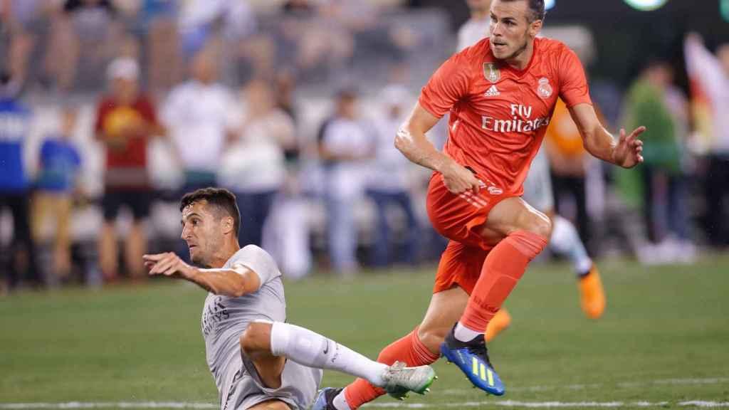 Gareth Bale disparando a puerta frente a la Roma