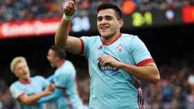 Maxi Gómez celebra un gol con el Celta.