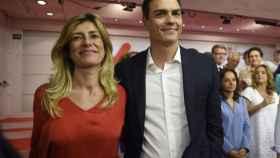 Begoña Gómez y Pedro Sánchez, en la noche de primarias, el 21 de mayo de 2017 en la sede del PSOE en Ferraz.