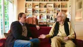 Daniel Lacalle y Antonio Escohotado durante el encuentro.