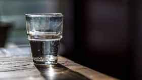 Un vaso de agua de toda la vida que, por mucho que lo calientes, no va a provocar ningún milagro.
