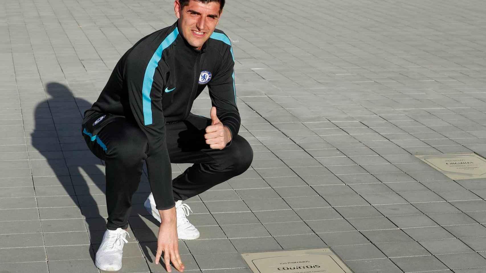 Courtois, con su placa en el Wanda Metropolitano