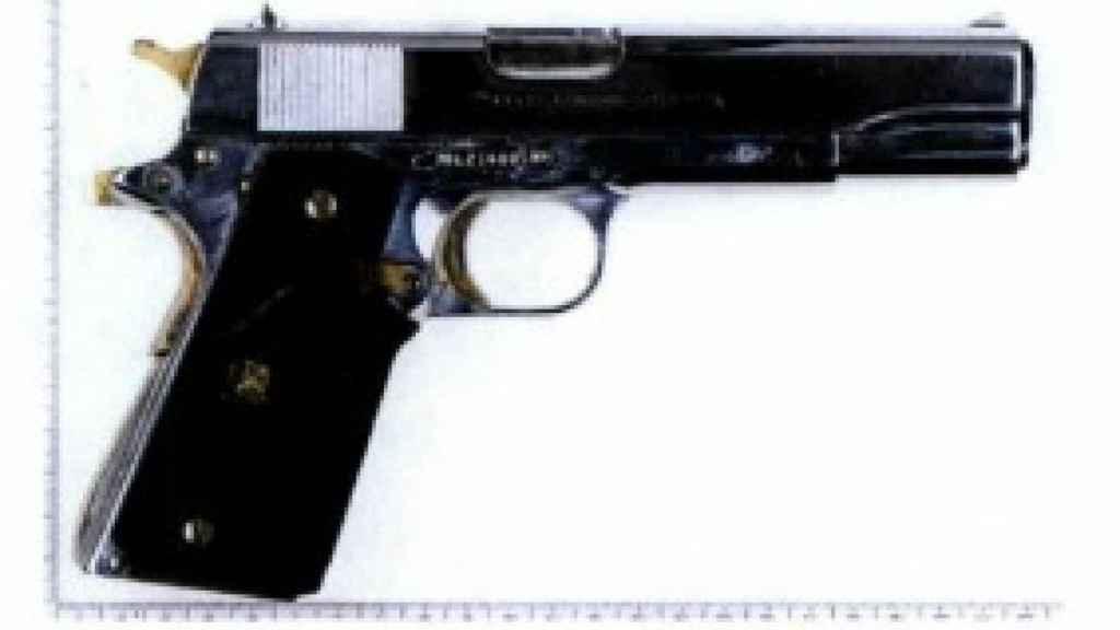 Una de las pistolas localizadas a los presuntos yihadistas detenidos en Estrasburgo.