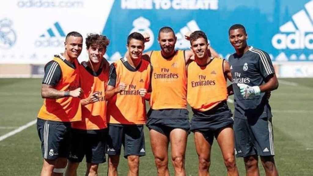 Moha Ramos, con los jugadores del Real Madrid.