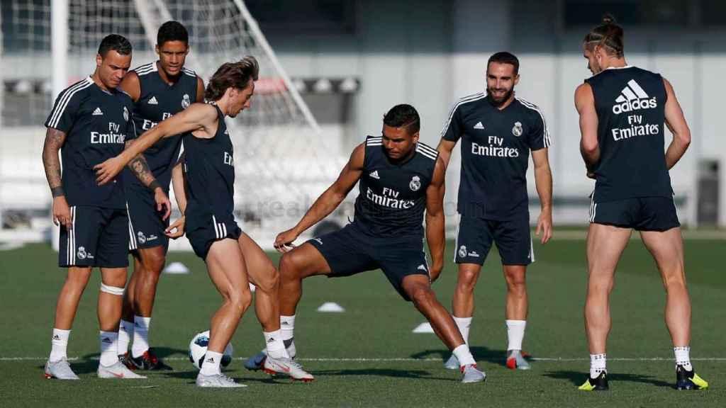 El Real Madrid entrenando antes de disputar el Trofeo Santiago Bernabéu