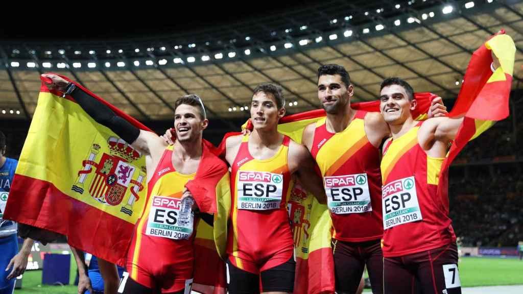 Husillos, Búa, García y Hortelano, tras ganar el bronce en 4x400 metros.