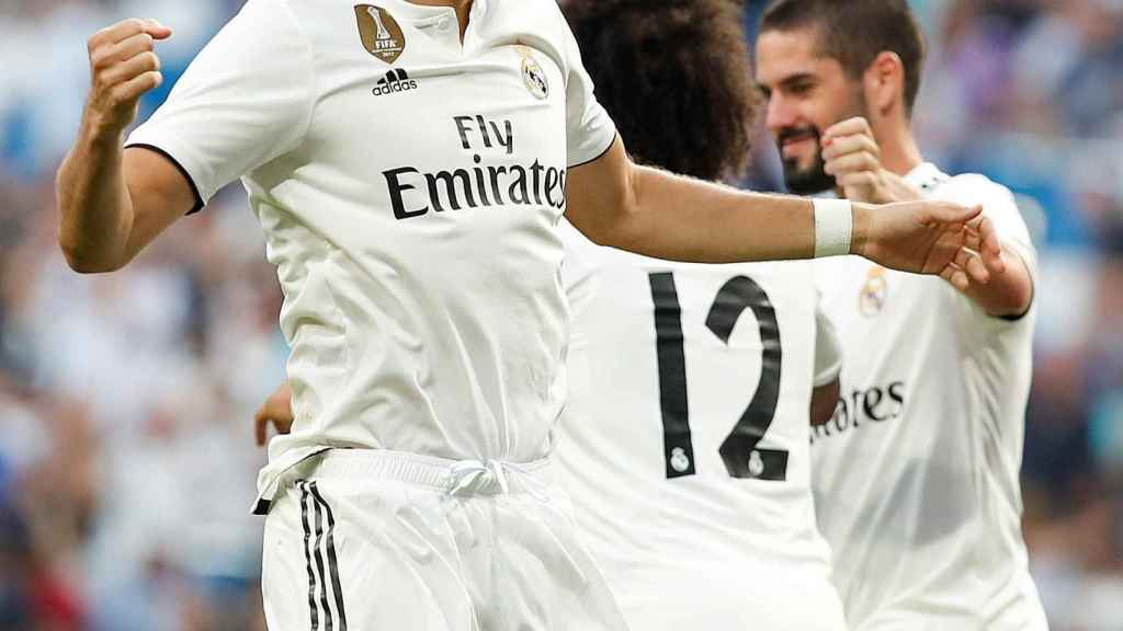 Karim Benzema celebra un gol en el Santiago Bernabéu
