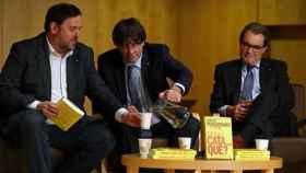 Oriol Junqueras, Carles Puigdemont y Artur Mas durante la presentación de un libro.