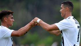 Dybala y Cristiano Ronaldo celebran un gol