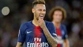 Neymar se lamenta de una ocasión con el PSG