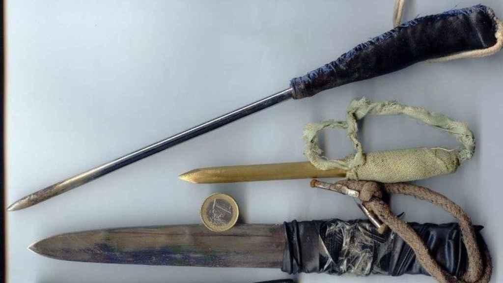 Armas artesanales que fabrican los presos para pelear.