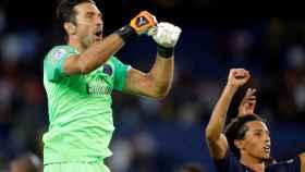 Buffon celebrando su primer título con el PSG