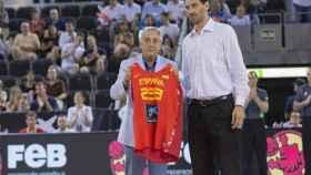 Juan Martín Caño, presidente de la Federación de Baloncesto de Madrid, con Garbajosa. Foto: feb.es