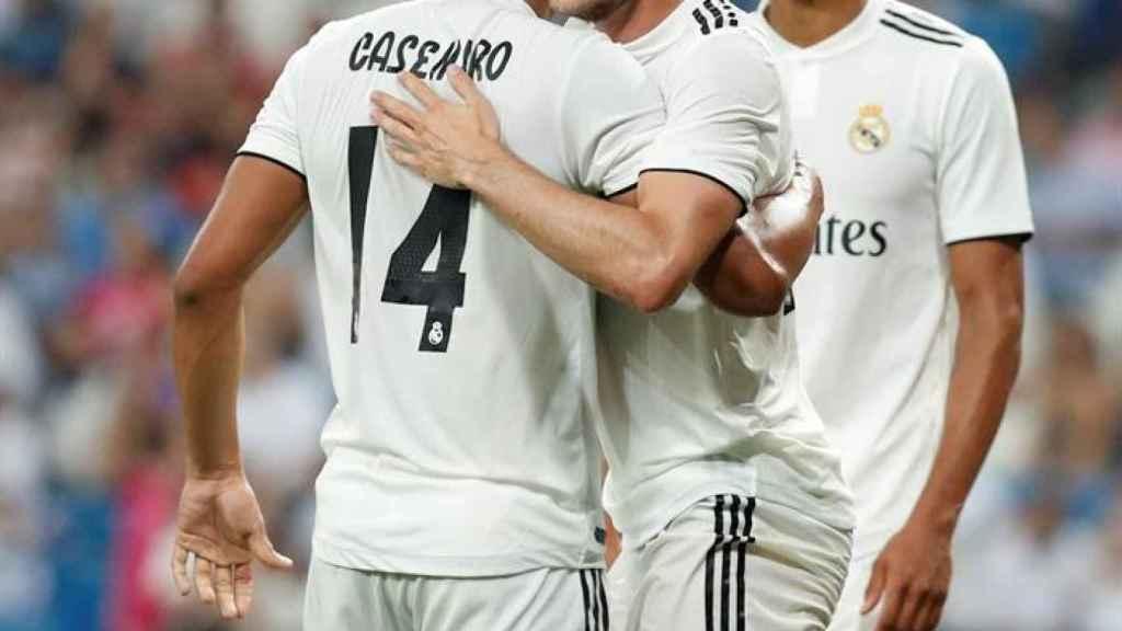 Bale, Casemiro y Varane celebran un gol del Real Madrid