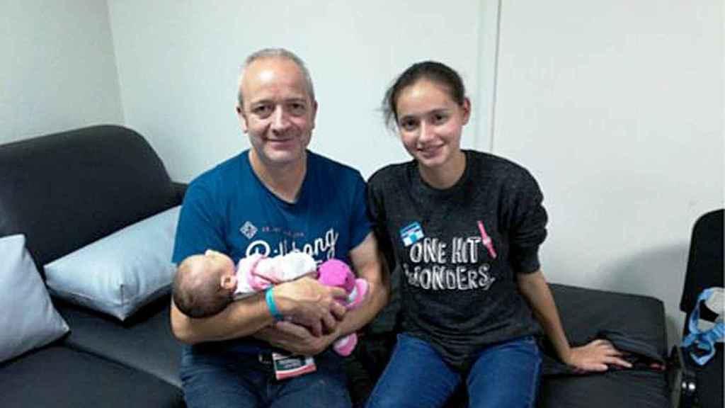 Alberto Aguilar junto a su hija Patricia y su nieta Naomi
