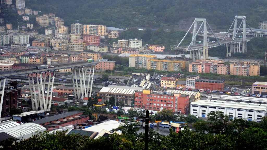 Imagen del puente Morandi, en Génova, tras venirse abajo.