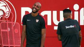 N'Zonzi entrena con el Sevilla