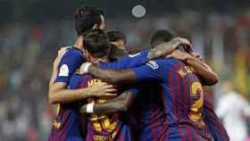 Los jugadores del Barcelona se abrazan tras un gol. Foto: Twitter (@FCBarcelona_es)