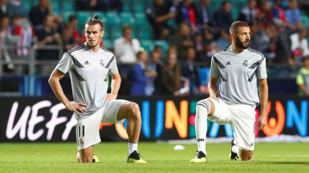 Bale y Benzema, durante el calentamiento de la Supercopa de Europa