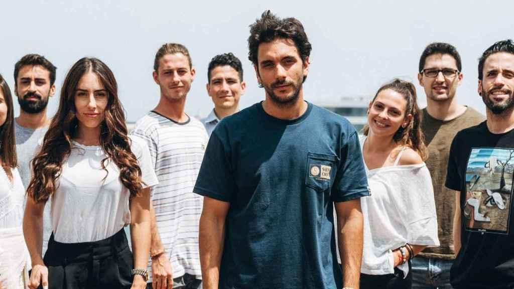 Los fundadores de Passporter (al frente) y el resto del equipo.