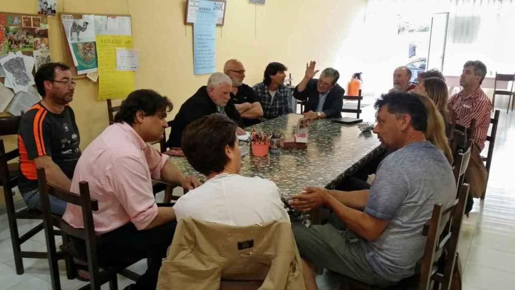 Reunión de Ardines con el equipo del consistorio de Llanes.